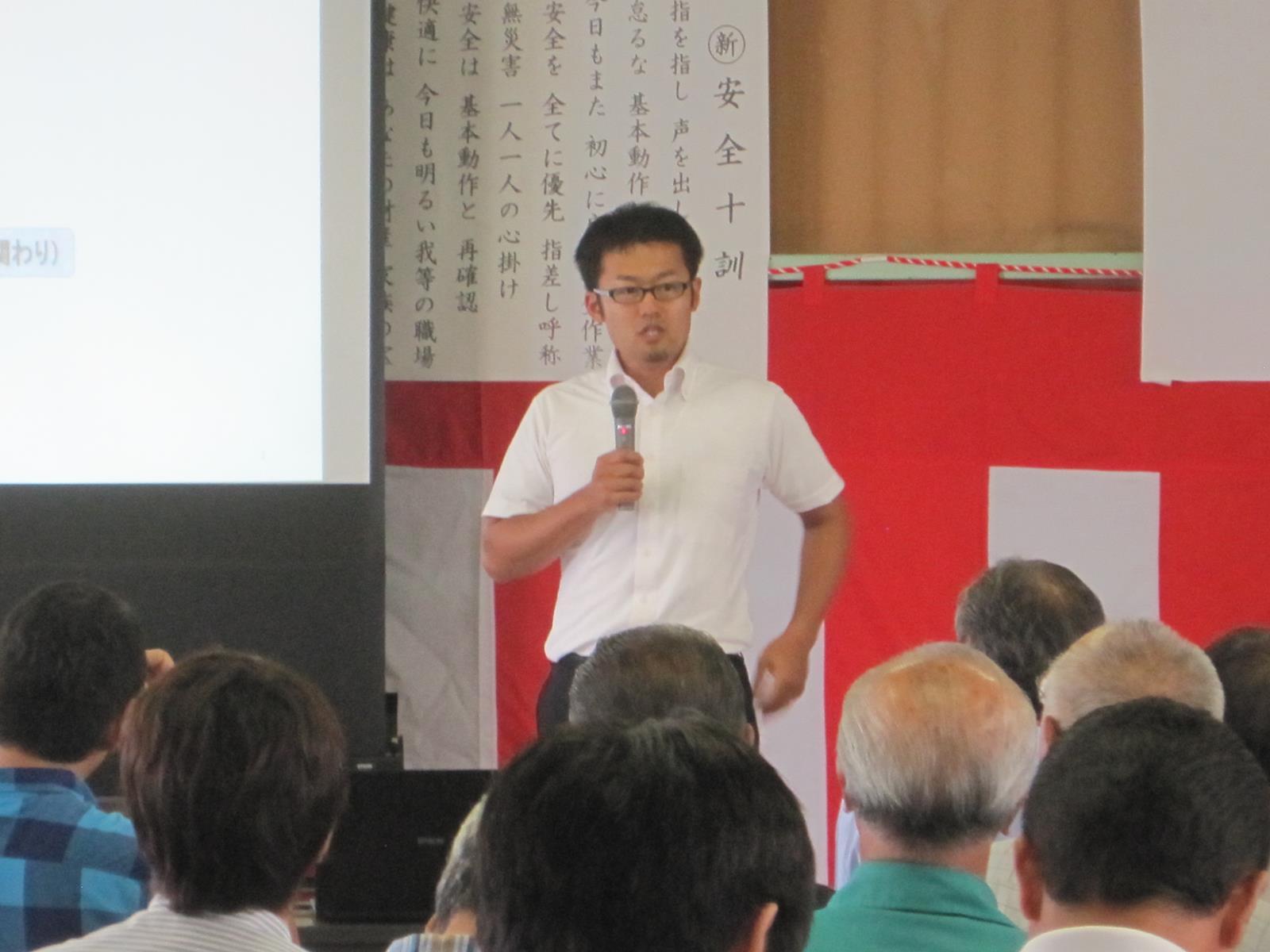八戸市森林組合・第9回安全大会 株式会社あおもり海山取締役営業部長 野呂英樹講演の様子