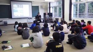 深浦小学校での特別授業の様子